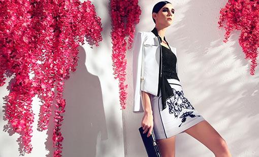 百丝(BAISI)是广州市百丝服饰有限公司旗下服装品牌,是一种清新、休闲、简洁、高雅的时尚白领女装品牌。 百丝(BAISI)以意大利高贵典雅的设计理念结合东方婉约精神,简约又不失飘逸,优雅中带有清新,烘托出美丽而独立的现代女性形象。百丝(BAISI)不仅具备时尚的休闲个性,同时有着现代都市女性的高贵典雅,完美糅合了时尚与休闲于职业女装之中。百丝(BAISI)品牌年龄定位在25-40岁。 百丝(BAISI)品牌风格以时尚欧化的设计轮廓+新颖简洁的分割裁剪+精湛考究的细节处理+丰富多元化的组合搭配,为现代女性